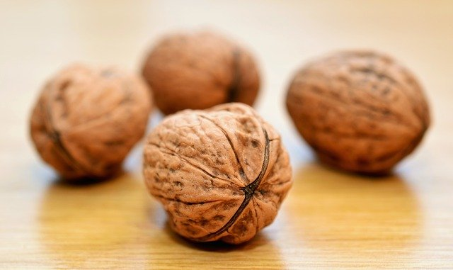 WALNUTS BENEITS- REDUCES WEAKNESS OF EYES.